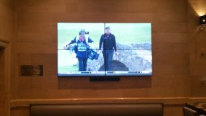 4 screen wall mount displaying golf game as one large image